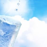 熱中症にならないためには、飲料水を飲むだけではダメ?